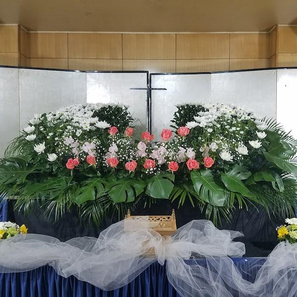 生花祭壇 シンプル 家族葬